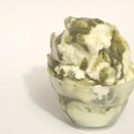 Gelato al cioccolato bianco variegato al pistacchio