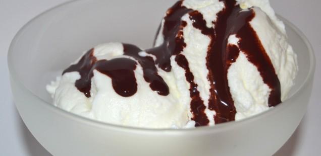 Gelato alla pera affogato al cioccolato